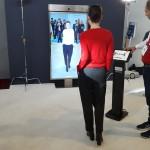 Intels intelligenter Spiegel ändert die Farbe der getragenen Kleidung in Echtzeit.