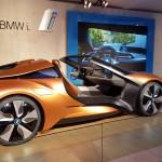 BMW stellt seine Vision von Connected Life vor in der das Auto mit Gesture based Parking autonom einparkt und das mobile Endgerät mit dem Auto und dem Smart Home vernetzt ist.